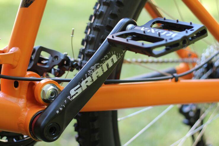 Почему прокручиваются педали на велосипеде?