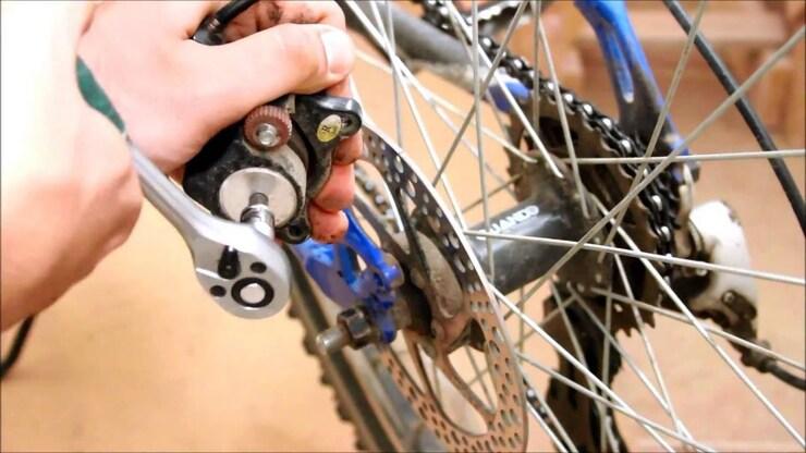 Скрипят тормоза на велосипеде, что делать?